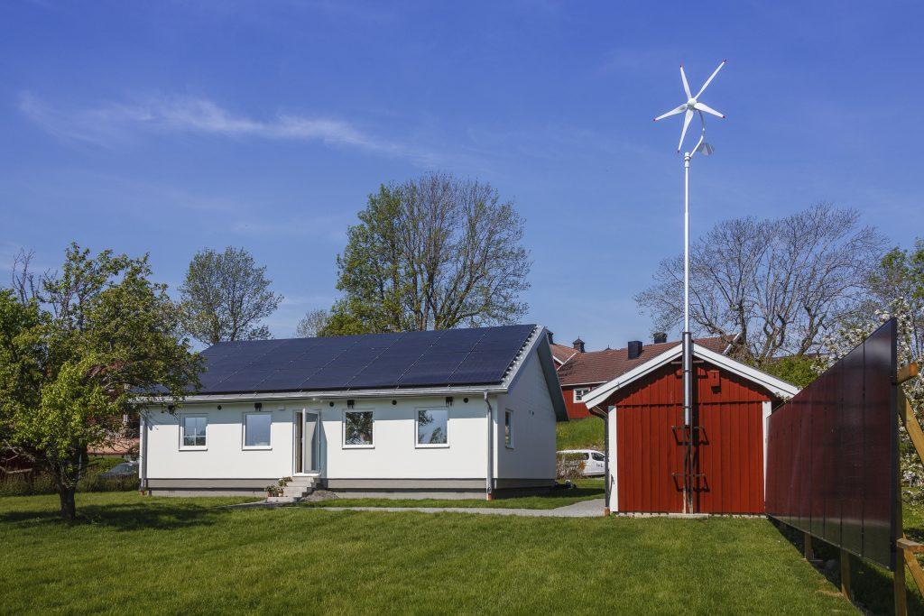 Hus utan sladd, solceller, vindkraft och elgenerator