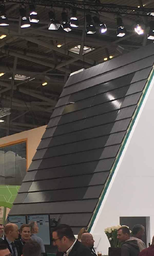Solceller integrerade i tak på BAU 2019