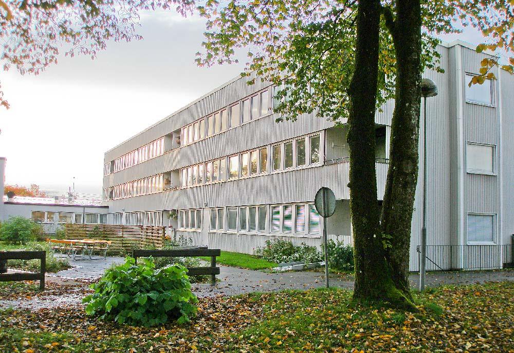 Innan renovering av självdragshus där bland annat ventilationen byttes ut till decentraliserad ventialtion